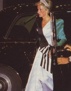 November 17, 1986: HRH Diana the Princess of Wales wearing an evening dress designed by the Emmanuels arrives at a dinner given by the Crown Prince in Saudi Arabia.