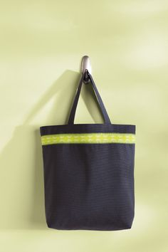 Add ribbon to a tote with VIVO by SINGER the Create & Repair Machine