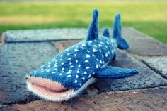 Whale Shark iPhone Cover - free pattern! http://wp.me/pjlln-2a3 ... via Reuben and House of Humble