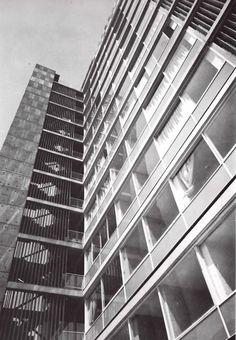 Vista de la fachada posterior, Edificio de departamentos, 309 Schiller, Polanco, México DF 1963  Arq. Abraham Zabludovsky -  View of the rear facade, Apartment building, Polanco, Mexico City 1963