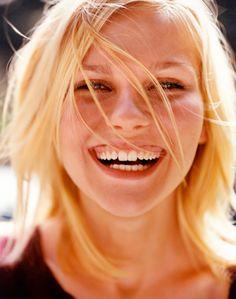 happy faces, mario testino, vaniti, kirsten dunst, medicin, smile, laughter, portrait, natural beauty