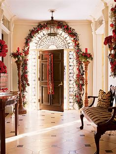 A glamorous and beautifully decorated entrance. Fancy trying it this year? For more festive decorations, gorgeous homeware and inspiring Christmas gifts, shop at www.achica.com