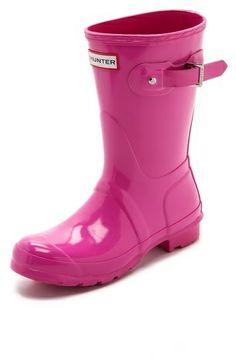 Hunter Boots Original Short Gloss Boots in bright pink! <3