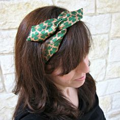 Wired Headband Tutorial:  made in less than 15 minutes for $2 using dollar store items. Tie, floral wire