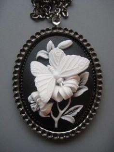 Butterfly Cameo Necklace  Butterfly Jewelry par SilverTrumpet, $36,00