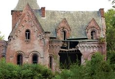 Wyndclyffe Mansion in Rhinebeck, NY, has been abandoned for over half a century...Super cool & spooky looking