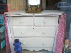 kidney shaped dressing table. A fitted top would hide the curtain rail.