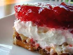 Strawberry Pretzel Salad (3 Points+) #WeightWatchers #HealthyRecipes #StrawberryPretzelSalad