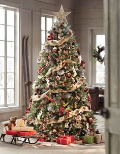 A Christmas tree with a classic look and classic colours!  #holidays #christmas. For more fesdtive decorations and ideas shop at www.achica.com