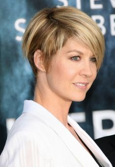 Jenna Elfman sports a cropped hairstyle