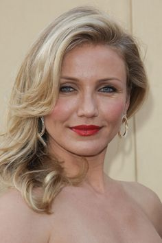 Cameron Diaz wearing a sexy hairstyle at the the 82nd Annual Academy Awards