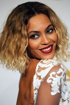 The 10 Beauty Moments You Can't Miss from Last Night's Grammy Awards - Beyoncé