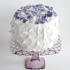Pansy Cake from Marzipan Mom | 5 Beautiful & Effective Ways to Decorate Your Baking Without Fondant ‹ Sweet Magazine