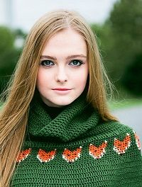 Foxy Cape by Vicki Brown, Inside Crochet issue 48 | Inside Crochet >>>>> this would look great in navy.