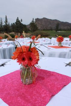 wedding gerbera daisy centerpiece ideas | for the centerpieces just without the grass. We could maybe alternate the pink clothe with pink and black