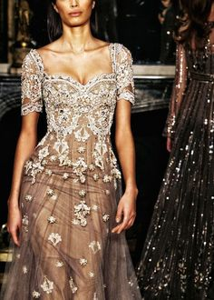 So pretty...almost looks like daisies are on her dress. ZuhairMurad