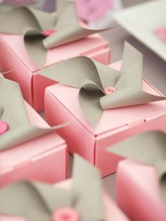 party favors, gift boxes, wedding favors, gift wrapping, shower favors, favor boxes, bow, pinwheel, parti