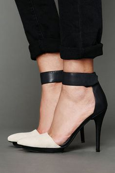 #SHOES to Die For Click on here  http://www.shortsaleology.com/cb/fashion/pinterest