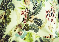 En backstage du défilé Maison Martin Margiela automne-hiver 2014-2015 http://www.vogue.fr/mode/inspirations/diaporama/fwc2014-backstage-defile-maison-martin-margiela-haute-couture-automne-hiver-2014-2015-paris/19538/image/1034332#!3