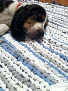 How to make a twined rag rug from old jeans and shirts