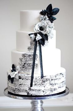 Romantic Wedding Cake #wedding #watters #cake www.pinterest.com/wattersdesigns/