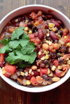 Weight Watchers Crock Pot Vegetarian Chili - TamileeTips.com