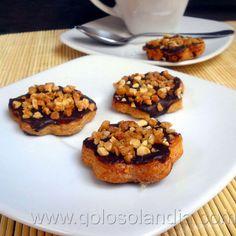 Galletas de almendra y chocolate. Fácil receta casera paso a paso.  http://www.golosolandia.com/2013/11/galletas-caseras-de-almendra-y-chocolate.html