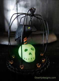 Swirly Designs by Lianne & Paul: Holiday How-to Halloween: Caged Raven