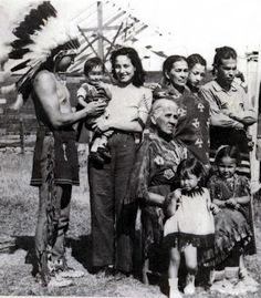 Iroquois (Mohawk) group including Louis Deer, Margaret Deer, Kakaionstha Deer, and Ida Montour - no date