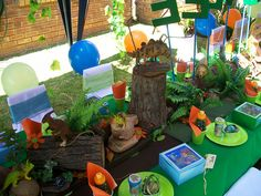 Another dinosaur party table set up. Cute!