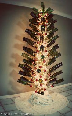 wine bottle Christmas tree - gorgeous