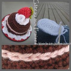 Crocheted strawberry mini-cake