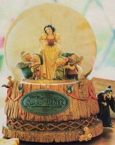 Snow White and Seven Dwarfs Vintage Look Snowglobe