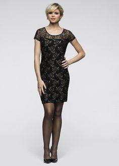 Cu această rochie minunată poţi deveni starul serii! Model sexy mulat pe trup, confecţionat dintr-o dantelă elastică, foarte calitativă, cu fire sclipitoare de efect. Model căptuşit cu o lungime de cca. 92 cm la măr. 40/42. material superior: 95% poliester, 5% elastan, furou: 95% vâscoză, 5% elastan