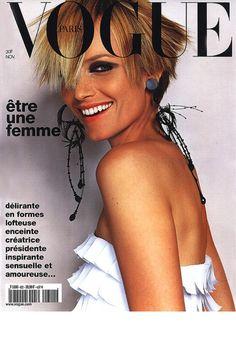 Vogue Paris novembre 2001 http://www.vogue.fr/photo/les-photographes-de-vogue/diaporama/mario-testino-en-53-couvertures-de-vogue-paris/5735/image/406794
