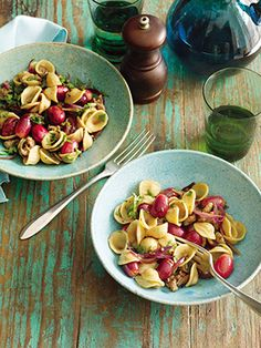 Slimming Superfood Recipe: Pasta with Sausage and Red Grapes | A fruity summer supper you're gonna love.