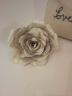 paper roses, book pages, paper flowers, sheet music, flower tutorial, little flowers, old books, heart wreath, rose tutori