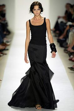 Not really a gown...but relaxed elegance. So chic ! Carolina Herrera