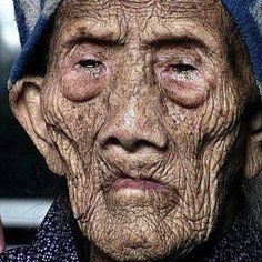 A Chinese woman born in 1885 and still alive! - 127 year old