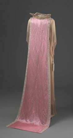 Queen Maud's Evening Dress - back - c. 1920 - Made in London, England - Silk, metal, glass - Nasjonalmuseet for Kunst, Arkitektur og Design, Oslo