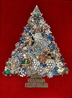 Christmas tree bling by Karol Franks via Flickr...I love this!