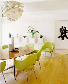 1961  Florence Knoll  Table Desk 1950 Eero Saarinen Executive Chair with tubular legs