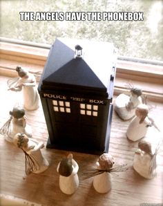 tardi, tree, christmas decorations, christmas displays, doctor who, box, willow, holiday decorating, weeping angels