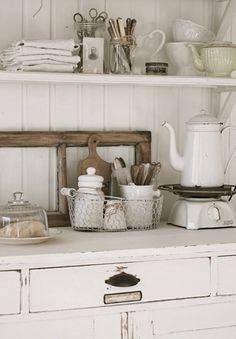 missingsisterstill:    Antiqu Kitchen Decor (Rustic/White)