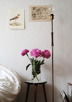 #decor #design #inspiration #modern #interior #styling #bedroom #flowers #sidetable #lamp