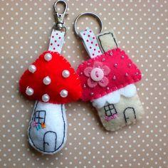 Felt Keychain/Barbara Handmade