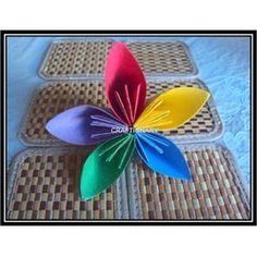 Easy Flower #Paper Craft From @Craftionary  #Spring #Flower #Crafts For #Moms #DIY