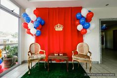 Royal Prince 1st birthday party : The Royal Photo Booth