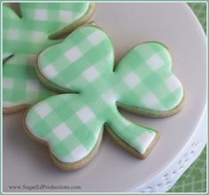 St. Patricks Day Shamrock Cookie Tutorial - Gingham Style Tutorial on Cake Central