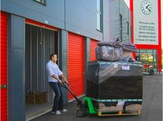 Self storage auto almacenamiento on pinterest for Location garde meuble toulouse